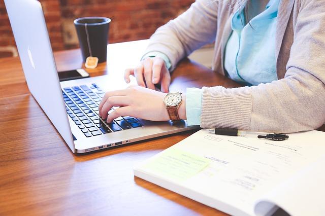 Waarom 'kom eens gezellig langs op de koffie' echt niet meer in zakelijke teksten kan